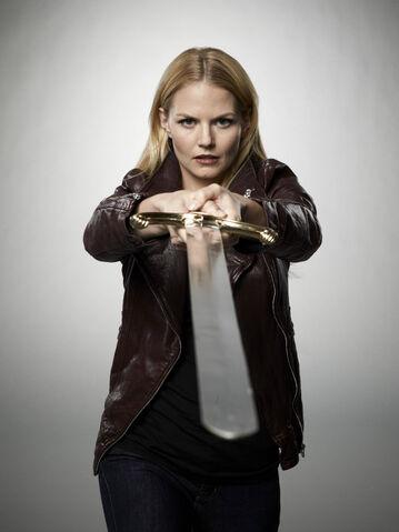 File:Emma Swan Season 2 With Sword 03.jpg