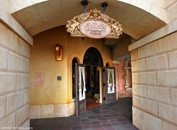 File:Juliet's Collections & Treasures.jpg