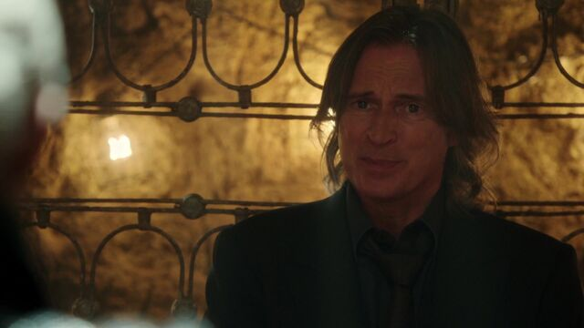 File:Once Upon a Time - 5x05 - Dreamcatcher - Gold.jpg