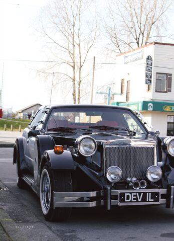 File:Cruella's car OUAT.jpg