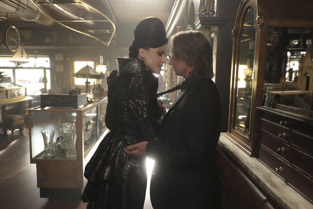 File:Once Upon a Time - 6x02 - A Bitter Draught - Photography - Evil Queen and Gold 2.jpg