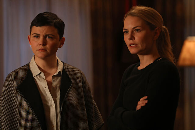 File:Once Upon a Time - 6x16 - Mother's Little Helper - Photography - Snow and Emma.jpg