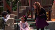 Jessie.2011.S01E05.One.Day.Wonders.HDTV.XviD-PREMiER screenshot 2