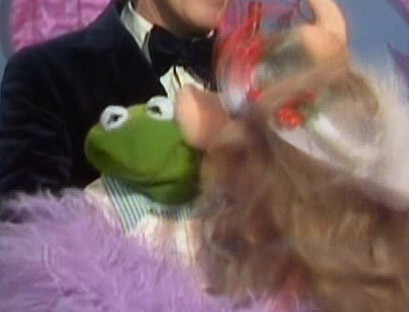 File:Kiss kermit piggy tms422.jpg