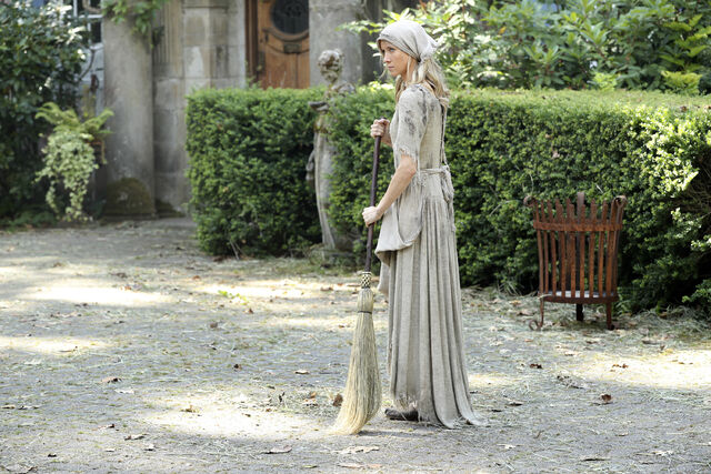 File:Once Upon a Time - 6x03 - The Other Shoe - Photography - Cinderella.jpg