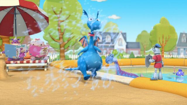 File:Stuffy getting splashed.jpg