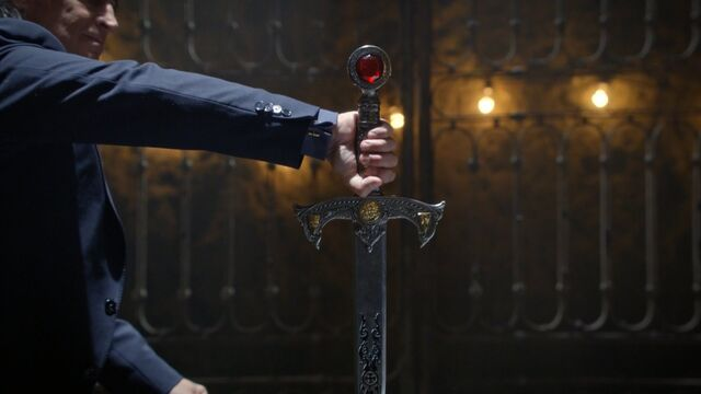 File:Once Upon a Time - 5x06 - The Bear and the Bow - Gold pulls the Sword.jpg