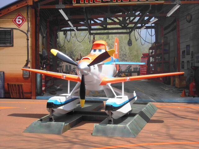 File:Dusty Crophopper HKDL.JPG
