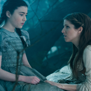 File:Lilla-crawford-is-little-red-riding-hood-and-anna-kendrick-98488.jpg