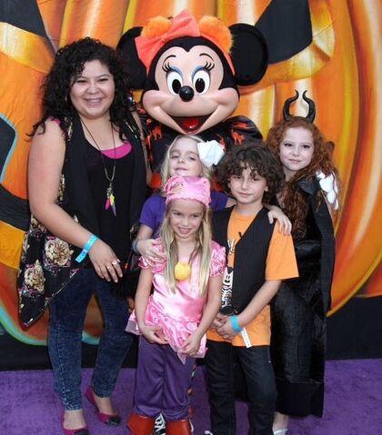 File:Halloween with Disney Channel stars 2014.jpg