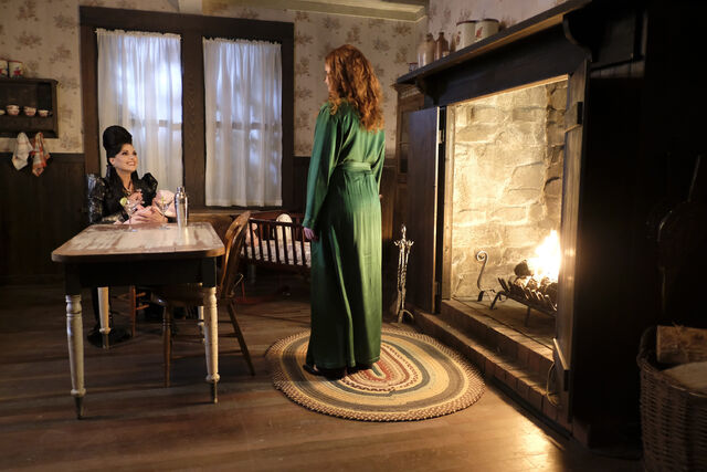 File:Once Upon a Time - 6x02 - A Bitter Draught - Photography - Evil Queen with Zelena.jpg