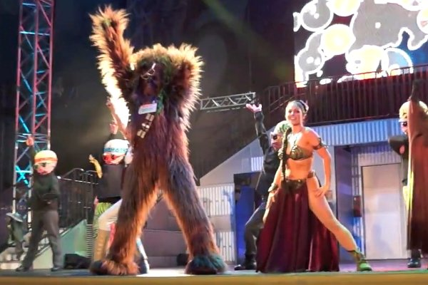 File:Slave-Leia-Chewbacca-Padme-C-3PO-dance-to-Sexy-and-I-Know-It-by-LMFAO.jpg