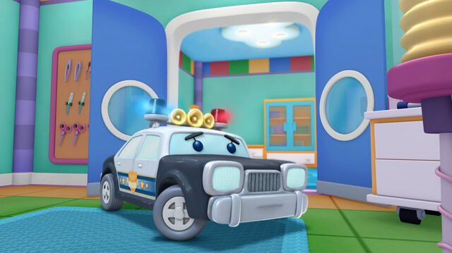 File:Officer pete in the emergency room.jpg