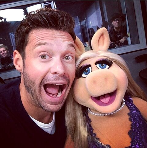 File:Ryan+Seacrest+Miss+Piggy+Celebrity+social+ 7CSSO0FeTQx.jpg