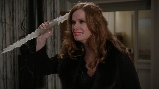 File:Once Upon a Time - 5x21 - Last Rites - Zelena With Crystal.jpg