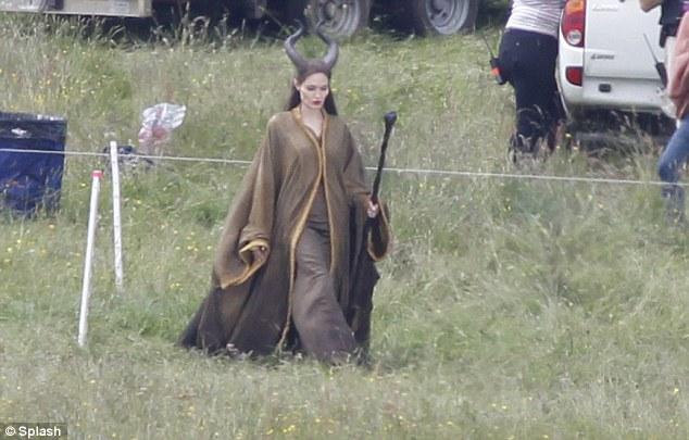 File:Angelina Jolie on set 2.jpg