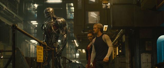 File:Ultron-Pietro-Wanda-AOU.jpg