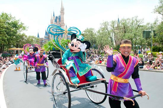 File:Minnie & Mickey DNM.jpg