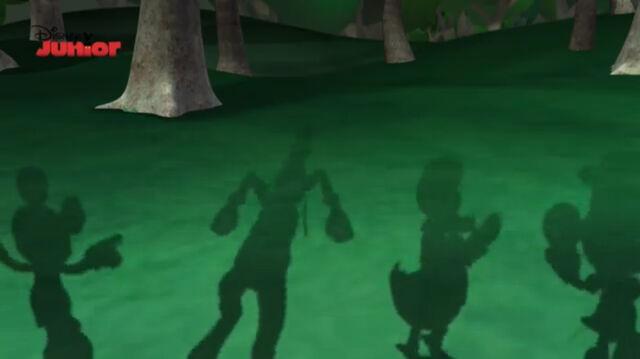 File:Minnie, donald, goofy and mickey's shadows.jpg