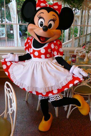 File:Minnie at Character Breakfast.jpg