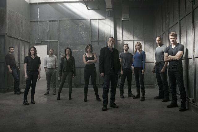 File:Agents of S.H.I.E.L.D. - Season 3 - Group Shot.jpg