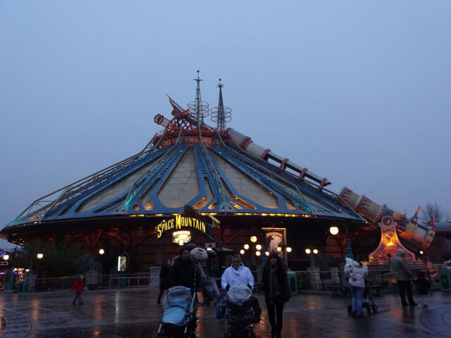 File:Space Mountain Mission 2.jpg