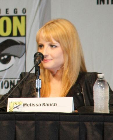 File:Melissa Rauch at comic con 2012.jpg