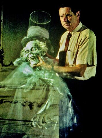File:Yale Gracey (R.I.P.) with the Hatbox Ghost.jpg