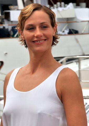 File:Cécile de France Cannes 2011.jpg