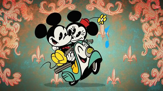 File:Mickey and Minnie in Croissant de Triomphe.jpg