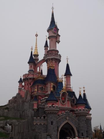 File:Le Château de la Belle au Bois Dormant.png