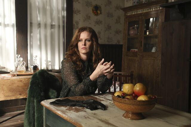 File:Once Upon a Time - 6x09 - Changelings - Photography - Zelena.jpg