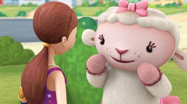 File:Lambie and dress up daisy.jpg
