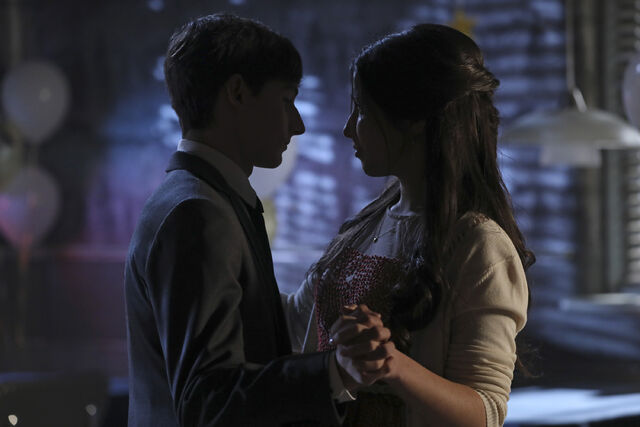 File:Once Upon a Time - 6x08 - I'll Be Your Mirror - Photography - Violet and Henry.jpg