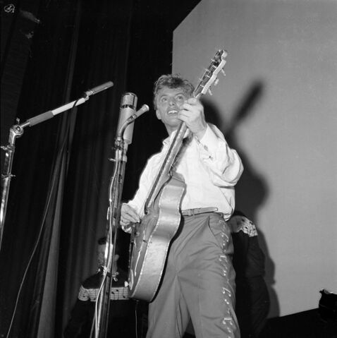 File:Tommy Steel 1957.jpg