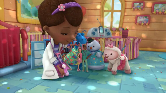 File:Doc, stuffy, lambie, chilly, dress up daisy and dress up declan.jpg