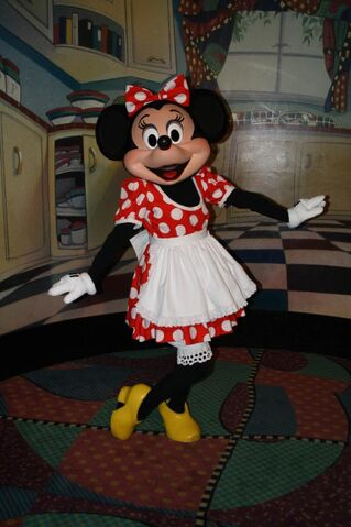 File:Minnie Mouse at Character Breakfest Inn5.jpg