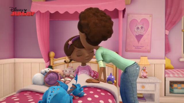 File:Mom mcstuffins kisses doc goodnight.jpg