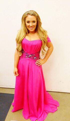 File:Chloë Agnew in a hot pink dress.jpg