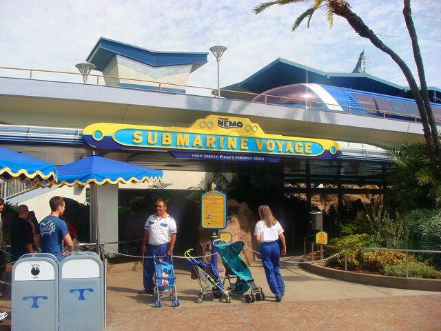 File:Finding Nemo Submarine Voyage at Disneyland.jpg