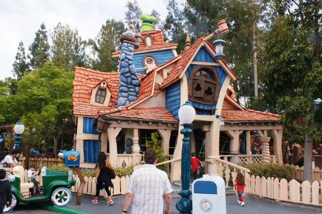 File:Goofys-playhouse-00.jpg