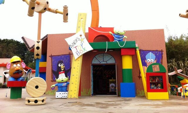 File:Andy's Toy Box HKDL.jpg