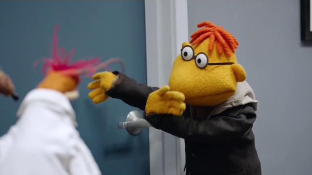 File:TheMuppets-S01E08-ScooterArms02.png