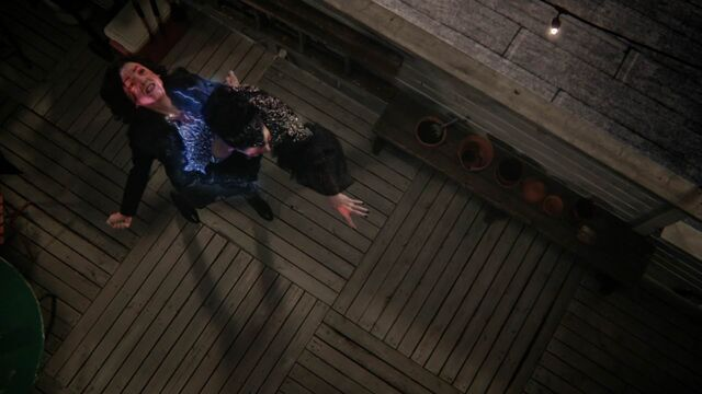 File:Once Upon a Time - 5x23 - An Untold Story - Evil Queen Leaves Regina.jpg