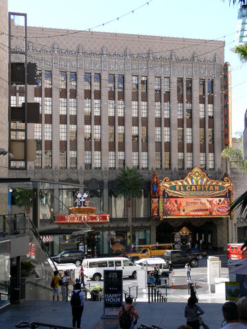 File:Hollywood El Capitan 3.jpg