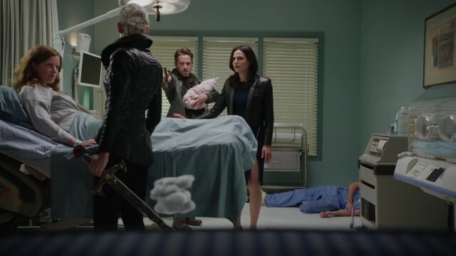 File:Once Upon a Time - 5x08 - Birth - Dark Swan vs New Family.jpg