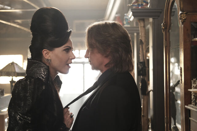 File:Once Upon a Time - 6x02 - A Bitter Draught - Photography - Evil Queen and Gold 5.jpg
