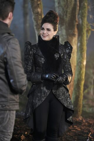 File:Once Upon a Time - 6x13 - Ill-Boding Patterns - Photography - Evil Queen 3.jpg