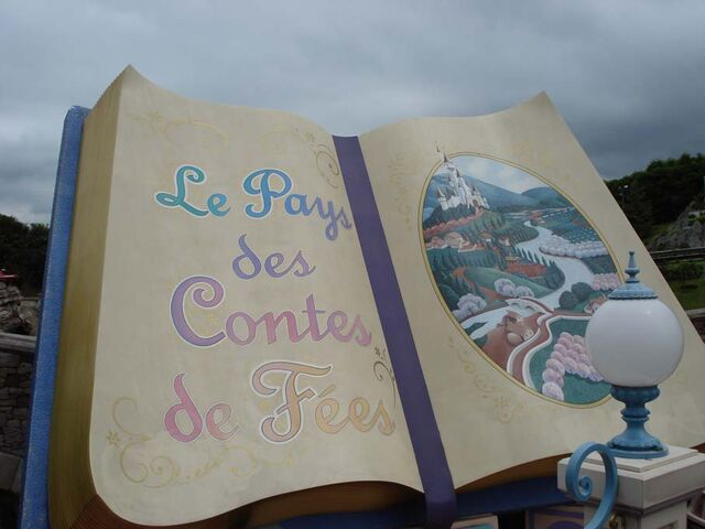 File:Storybook Land Canal Boats at Disneyland Paris.jpg