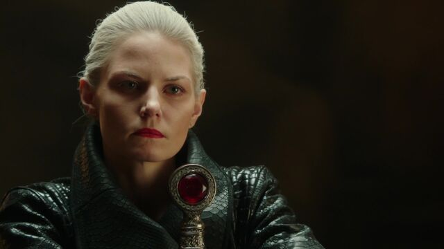 File:Once Upon a Time - 5x05 - Dreamcatcher - Dark Swan.jpg